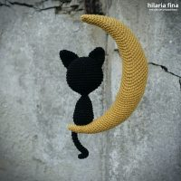 Crochet pattern cat on the moon